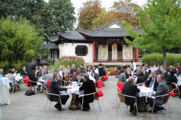 Im chinesischen Garten des Mannheimer Luisenpark präsentierte OB Dr. Kurz die Aktpvitäten der Stadt auf der IGS 2014. Quelle: Stadt Mannheim, Fachbereich Presse und Kommunikation